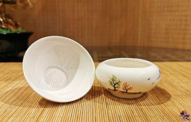 湖光山色茶壶套组 (陶瓷) TEA SET